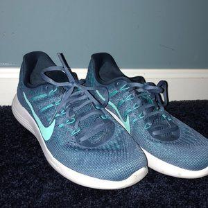 Nike Lunarlon Size 8 sneakers !